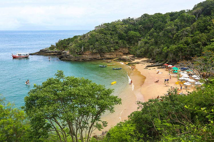 praia-joao-fernandinho-Buzios-Brazil